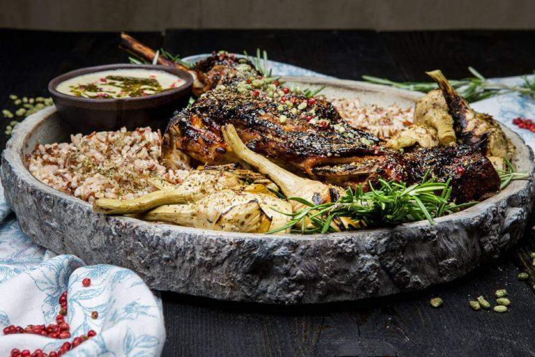 Αρνάκι στο ξυλόφουρνο, ψητές αγκινάρες, μείγμα ρυζιών & σάλτσα αγκινάρας, 3