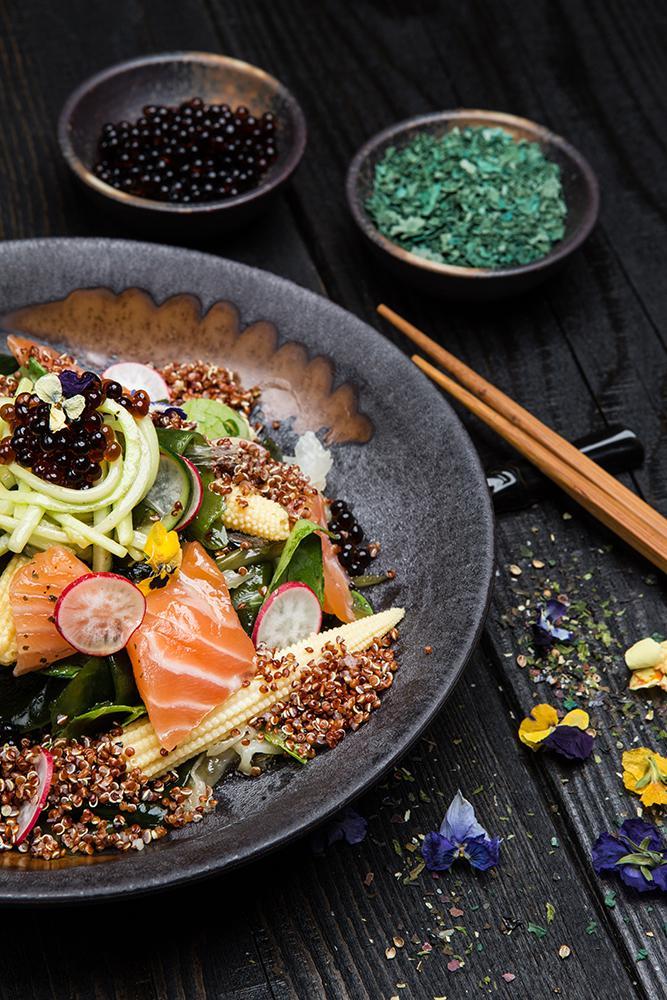 Ασιατική σαλάτα με φύκια, παστό σολομό & dressing σόγιας, 6