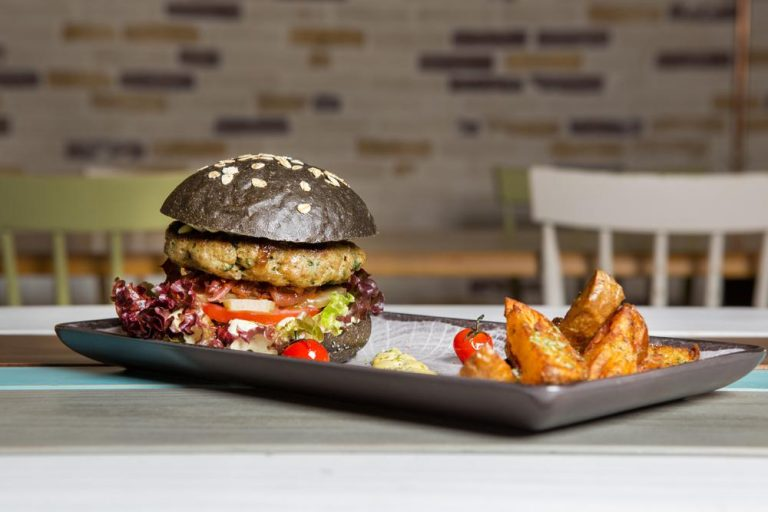 Black Croc burger, Esperanto, 3