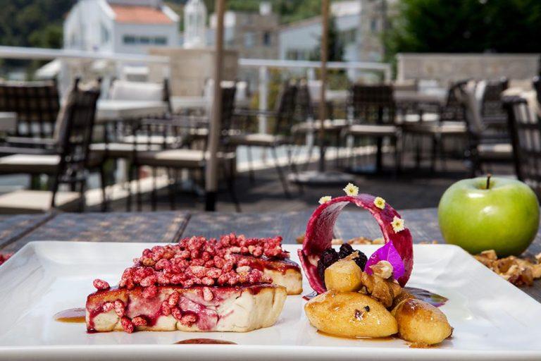 Foie gras, raspberry crispy rice & caramelized apples, Γιώργος Καμπάκης, Kappa Resort, 3