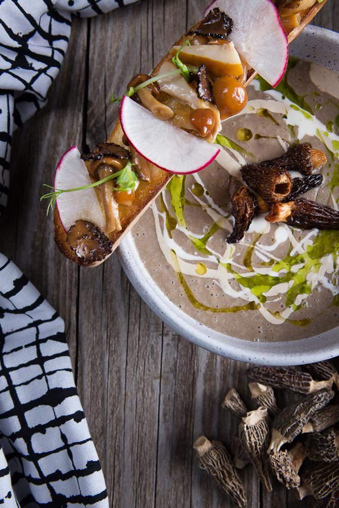 Μανιταρόσουπα με μορχέλες chips & λάδι φουντουκιού, 3