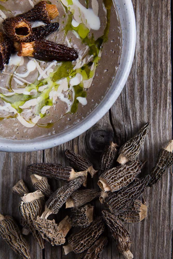 Μανιταρόσουπα με μορχέλες chips & λάδι φουντουκιού, 4