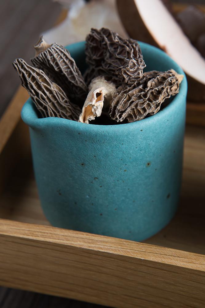 Μανιταρόσουπα με μορχέλες chips & λάδι φουντουκιού, 8