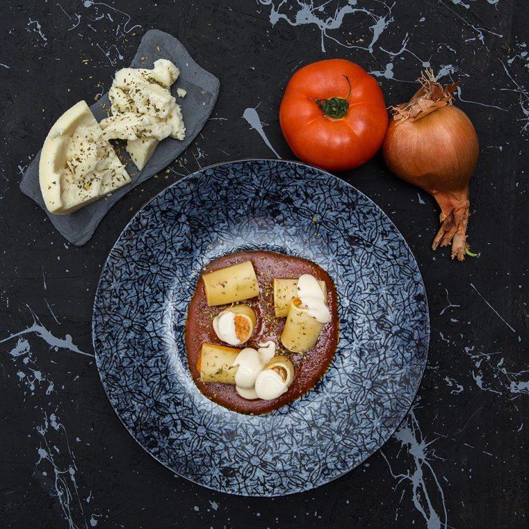 Paccheri γεμιστό με κουνέλι στιφάδο και κρέμα παρμεζάνας, Οδός Δελφών,1