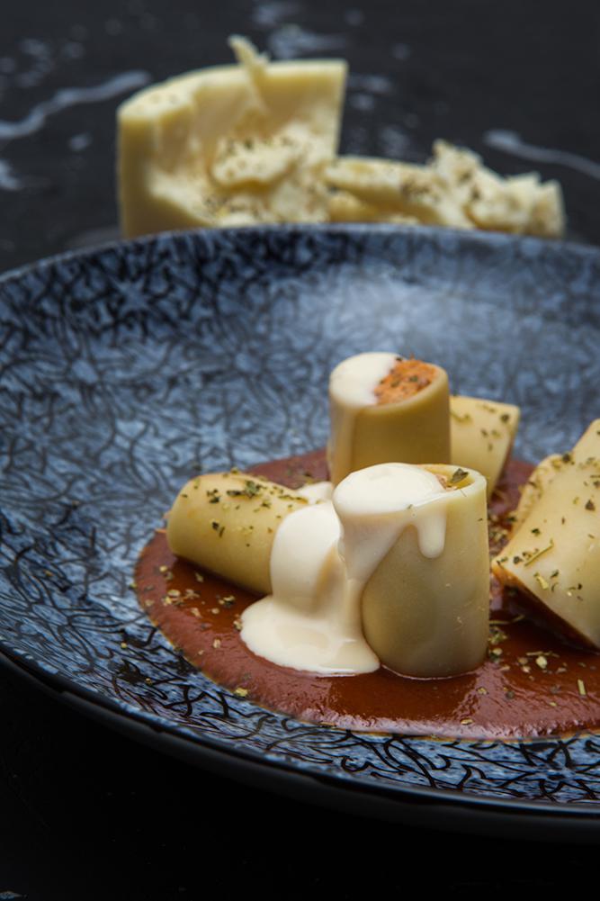 Paccheri γεμιστό με κουνέλι στιφάδο και κρέμα παρμεζάνας, Οδός Δελφών, 5
