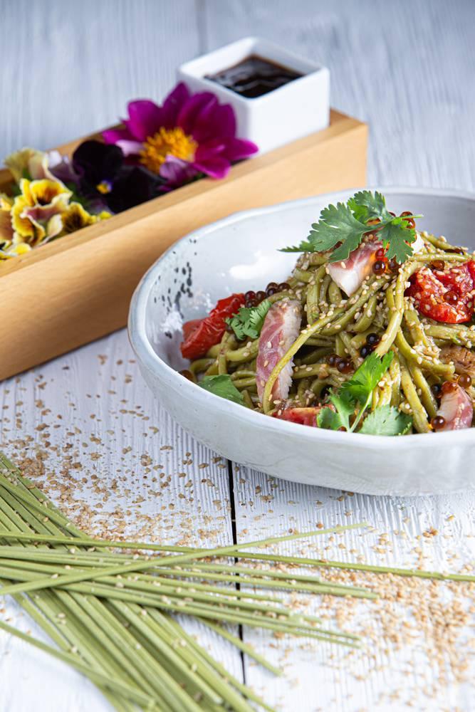 Salad bowl με noodles άλγης & καπνιστό χέλι, 6