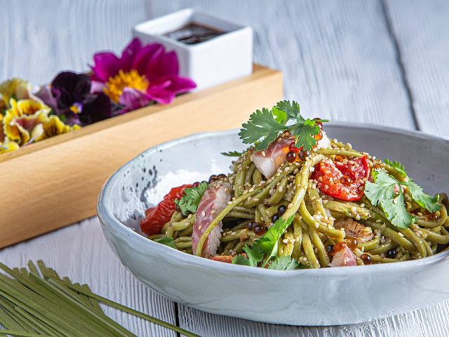 Salad bowl με noodles άλγης & καπνιστό χέλι, feature