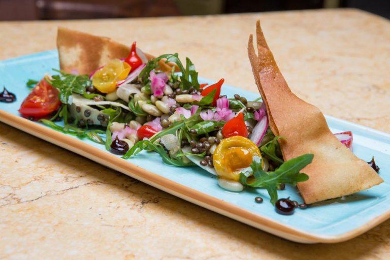 Σαλάτα με όσπρια και ξυρισμένα λαχανικά, Les Zazou, 1