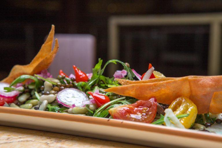 Σαλάτα με όσπρια και ξυρισμένα λαχανικά, Les Zazou, 3