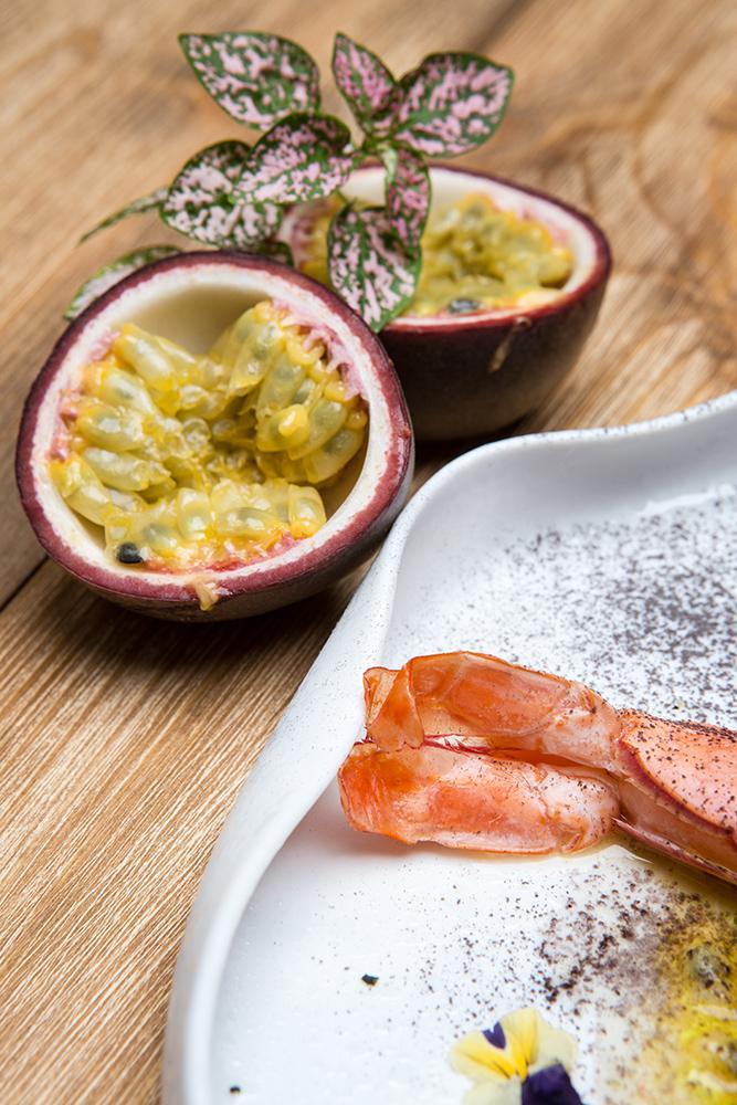 Tartare γαρίδας με pâté καβουριού & μαρινάδα passion fruit, 4