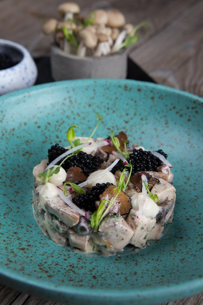 Ταρτάρ μανιταριών με χαβιάρι τρούφας & κρέμα πορτσίνι, 3
