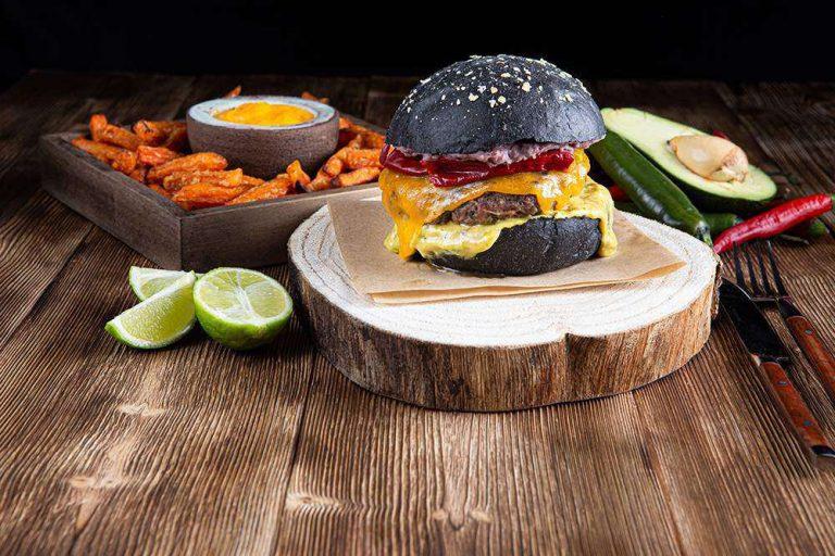 Tex Mex Burger με sticks γλυκοπατάτας & cheddar sauce, 2