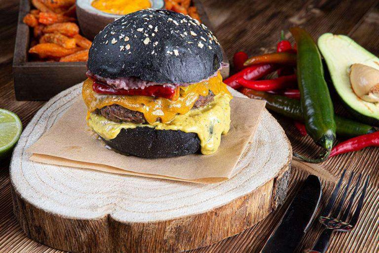 Tex Mex Burger με sticks γλυκοπατάτας & cheddar sauce, 4