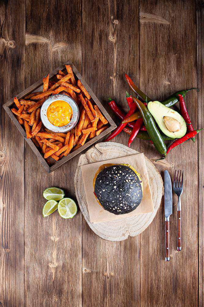 Tex Mex Burger με sticks γλυκοπατάτας & cheddar sauce, 5