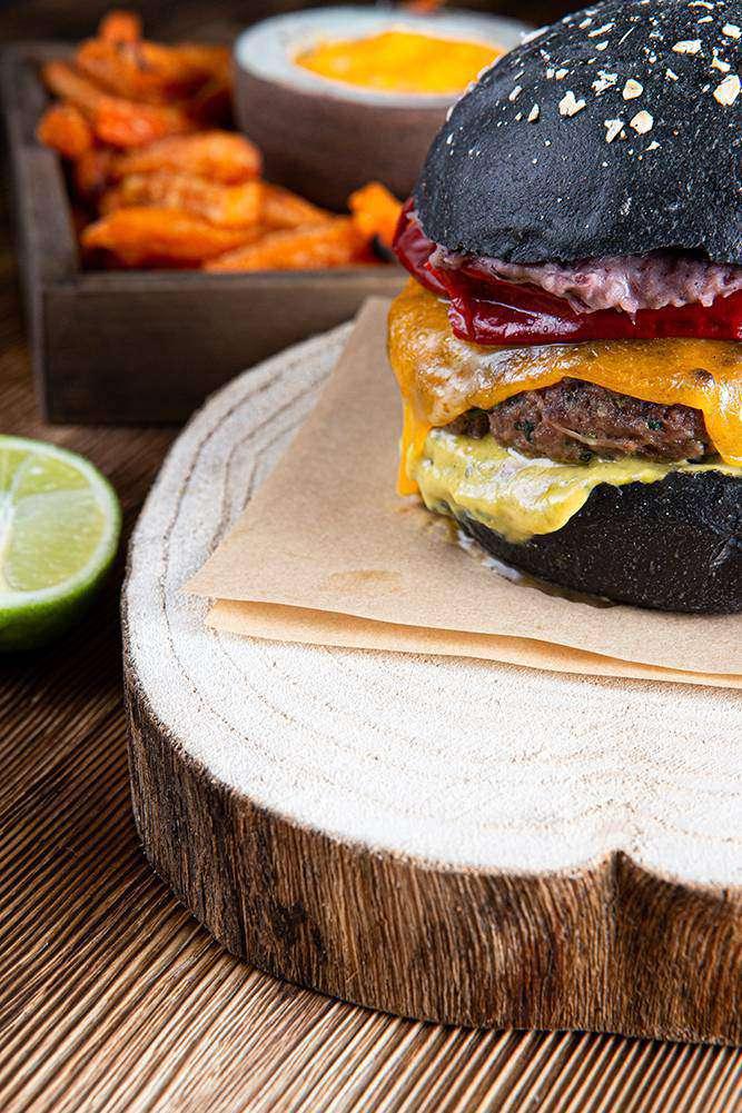Tex Mex Burger με sticks γλυκοπατάτας & cheddar sauce, 6