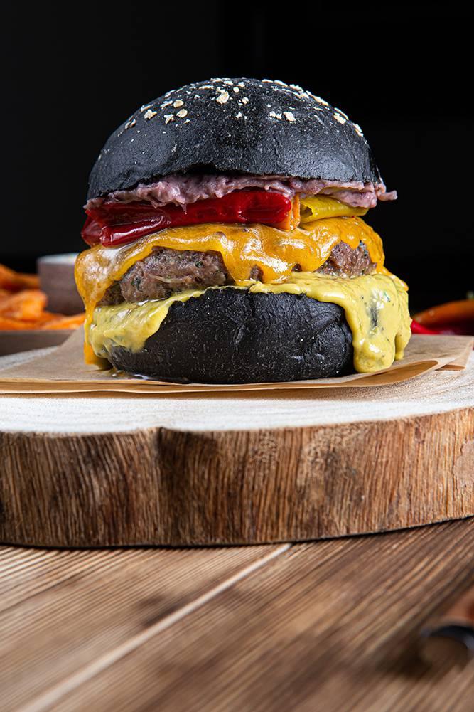 Tex Mex Burger με sticks γλυκοπατάτας & cheddar sauce, 7