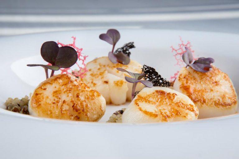 Χτένια με λάδι αστακού, πουρέ καρότου & τρίχρωμη κινόα, Azur, 4