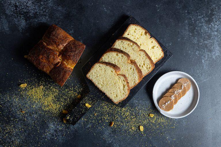 The ultimate bread basket, Brioche με καβουρδισμένη καρύδα και φυστίκια, 1