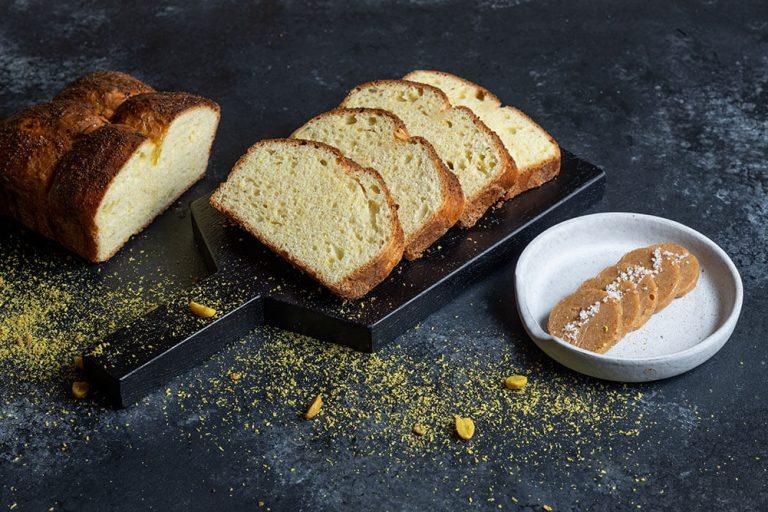 The ultimate bread basket, Brioche με καβουρδισμένη καρύδα και φυστίκια, 2